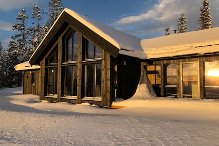 Large new chalet/cabin in beatiful location