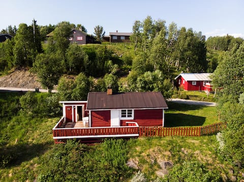 Sjarmerende liten hytte med nydelig utsikt !
