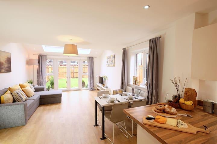 Cozy entire home with 2 bedroom in Leeds
