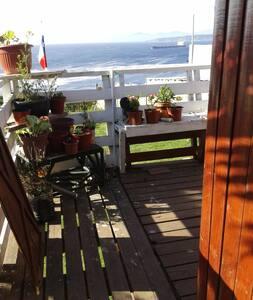 Linda cabaña frente al mar en quintero. - Quintero - 小屋