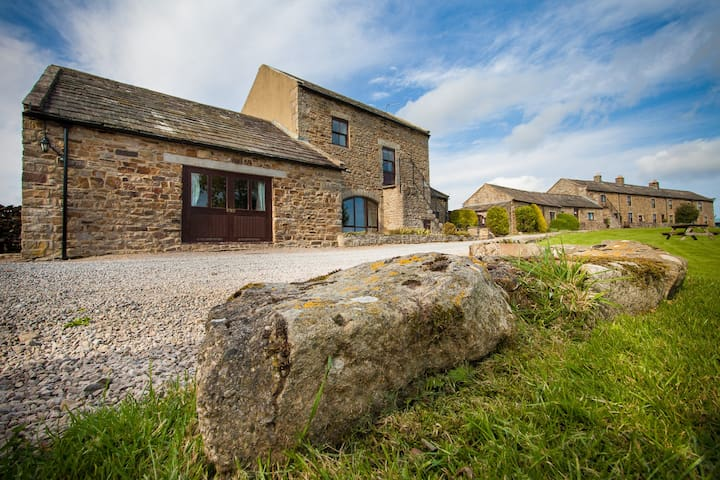 Cottage in Beautiful Teesdale with pool/hot-tub.