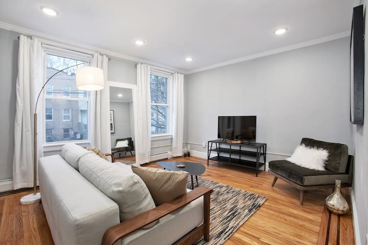 Renovated 2 BR/1 BA Apartment - Minutes to NYC!