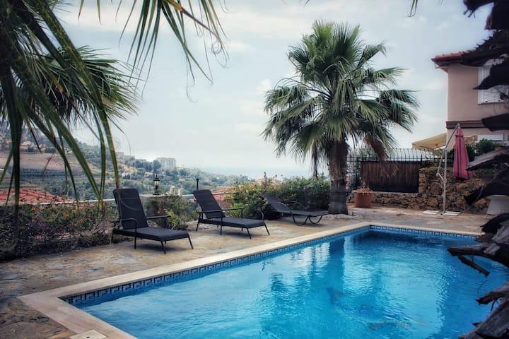 Villa near Mahmutlar and not far from Alanya
