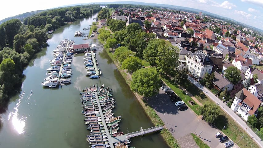 Suite mit Rheinblick am Altrhein