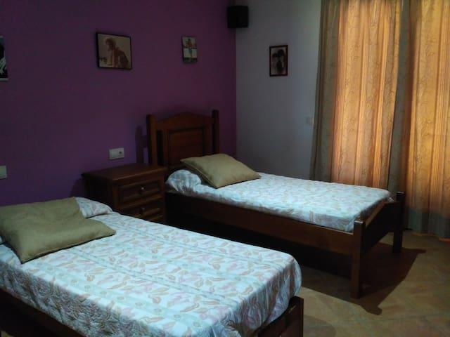 Habitación en casa de campo con 2 camas - Porto Cristo - Xalet