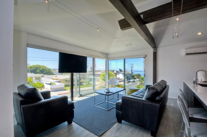 SAND SUITE - MODERN STUNNER - 1 BLOCK TO BEACH!