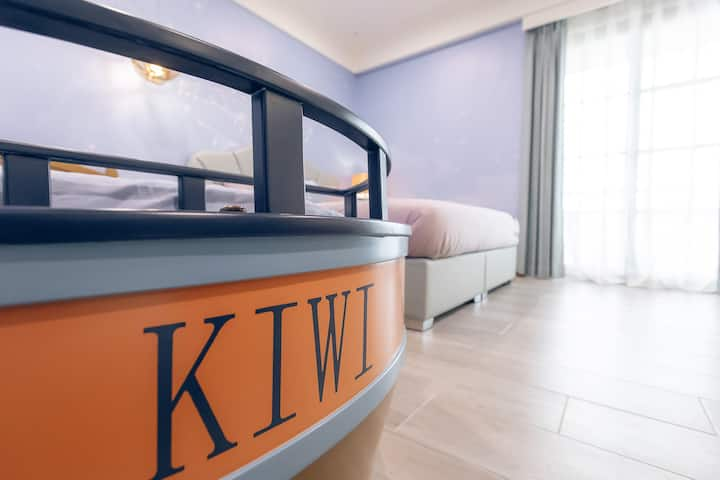 Kiwi-303-距市區5分鐘|梦幻星空大小床|獨立衛浴|美味早餐|巨大公共空間|巨屏投影