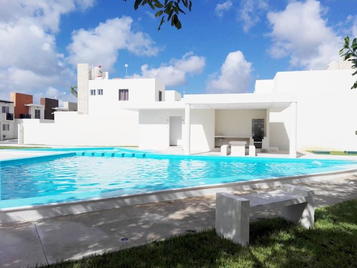"Preciosa Casa ""Aire Acondicionado, Albercas, WiFi"""