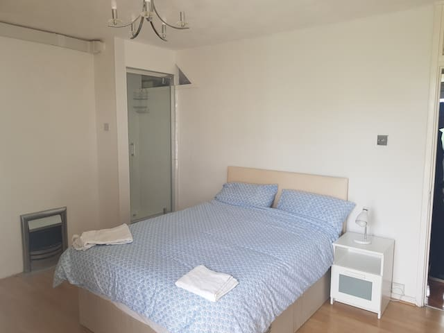 ENSUITE DOUBLE BEDROOM NEAR CENTRAL LONDON