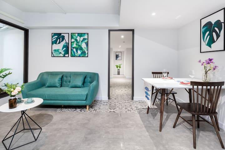 Cozrum Premier ★1BR Spacious Lounge @iry Apartment