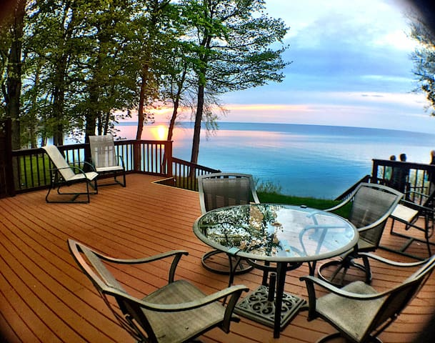 ♥Sunsets Peaceful Cottage -Lovely Lakefront home ♥