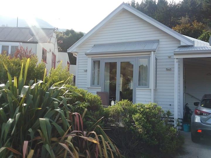 Modern home 3 bedrooms in Lyttelton!