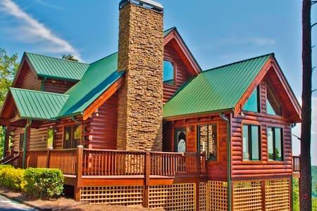 Superb 3BR Dahlonega Cabin w/Deck - Kisház
