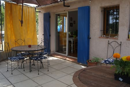 Grande maison chaleureuse T5  au coeur du Luberon - La Tour-d'Aigues - House