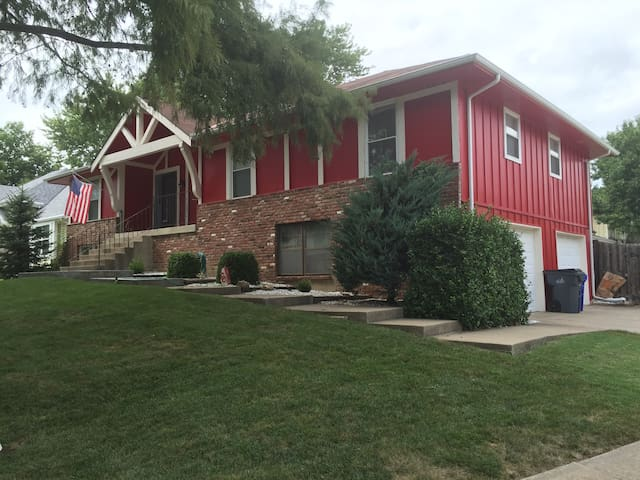 Spacious 2 BD/1 BTH in Olathe - Olathe - House