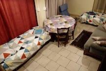 Disposition avec les 2 lits d'appoint (rdc)