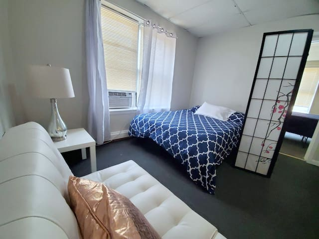 Studio for upto 4 PPL Close to Downtown