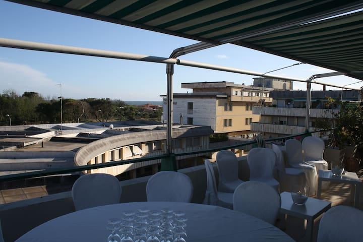 Largo Riviera: Terrazza con Vista e Home Cinema