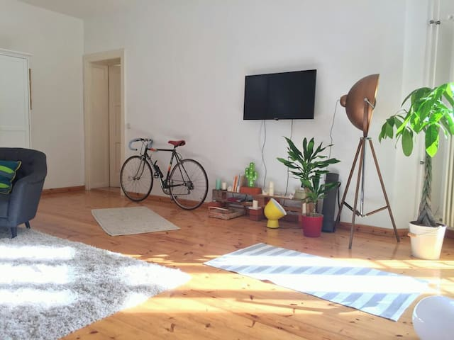 Sweet sunny home in Friedrichshain - Berlin - Apartment