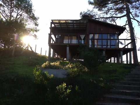 海灘上的小木屋,欣賞美麗的海景。