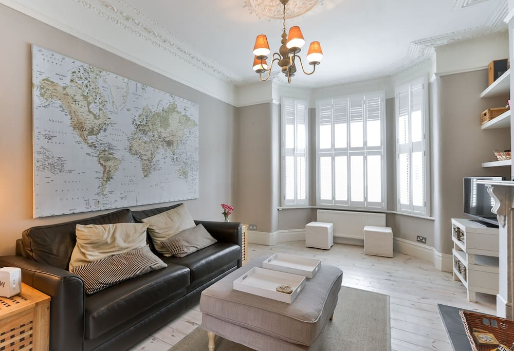 Enjoy an evening after a long day in London in this spacious yet cosy living room.