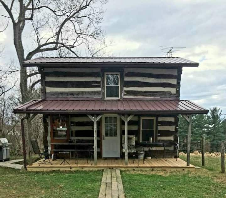 Walnut Cottage: an 1800's cabin & a 2020 cottage.