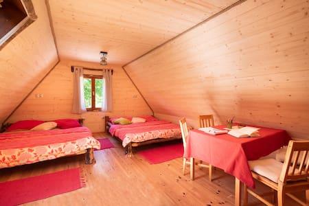 Family room for 6  in Camp Korita