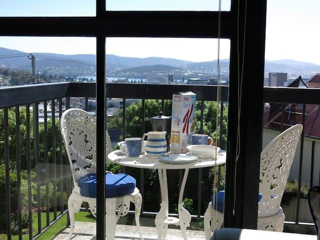 Sunny flat in Hobart - West Hobart - Lejlighed