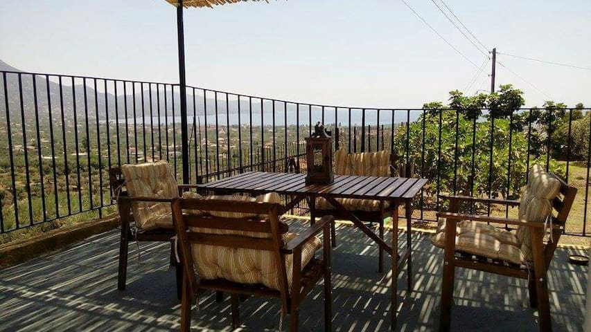 Holiday house - panoramic view - 2km from the sea - Kalamata - Hus
