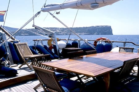 Bed & Breakfast in a big sailboat - L'Ametlla de Mar