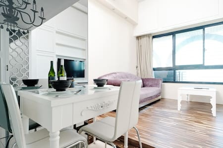 Classic design home above MRT - Banqiao District - Appartement