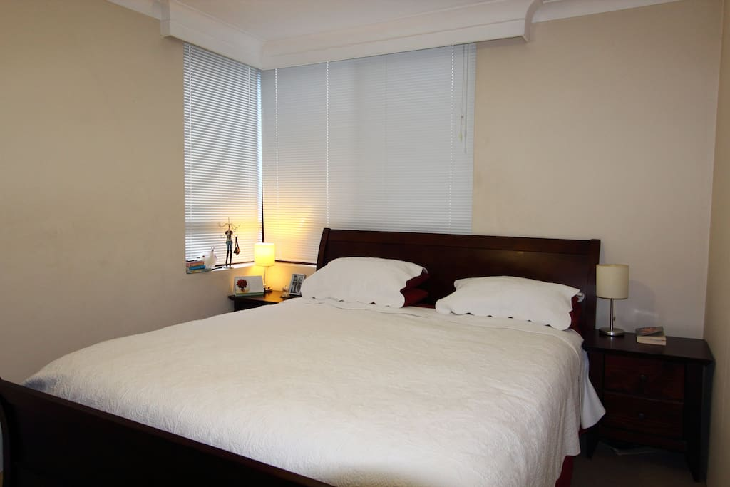 Main bedroom with king-size bed and built-in wardrobe.