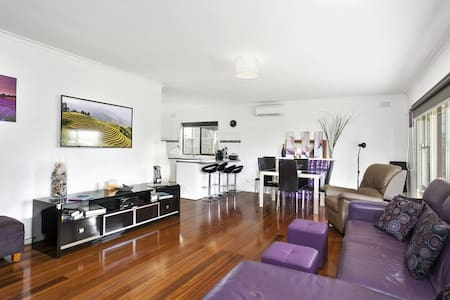 Family & Pet Friendly Beach House - Indented Head - Dům