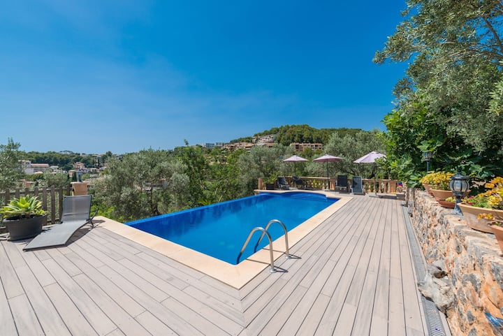 Villa Can Baixo with Sea View, Mountain View, Wi-Fi, Terraces, Shared Garden & Pool; Parking Available