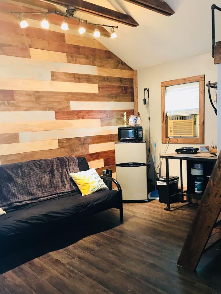 Southside Loft Studio 10min to IU + Lake Monroe