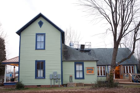 Unusual B&B: Guest Cottage - Pittsboro - Bed & Breakfast