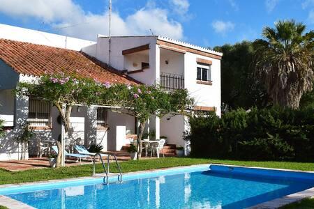 Amplio chalet con piscina privada en Zahora para 8 - Barbate - Villa