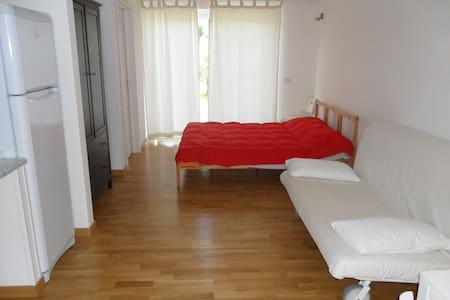 Monolocale familiare in villa - Acquedolci - Lägenhet