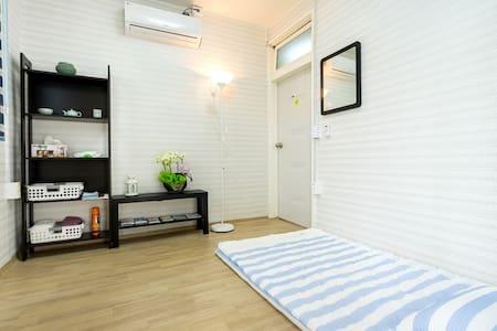 아늑한숙소 더블룸 - Cozy ONDOL Double Room near Cable Car - Casa de hóspedes