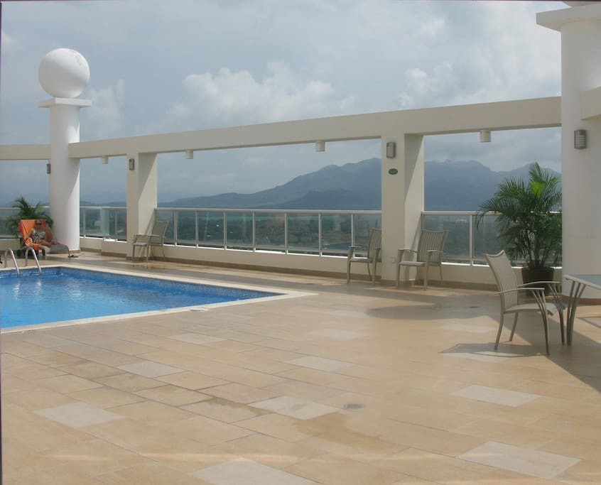 Another swimming pool in Social Area