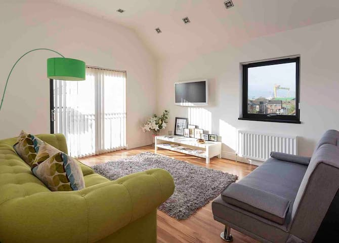 2 Bed stylish apt in Belfast city/private parking