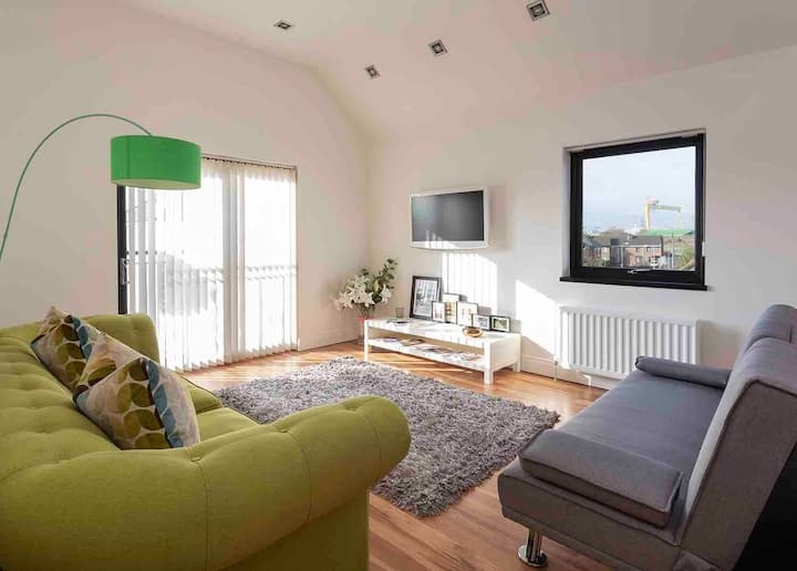 🌻2Bed Penthouse Apt in Belfast city/privateparking