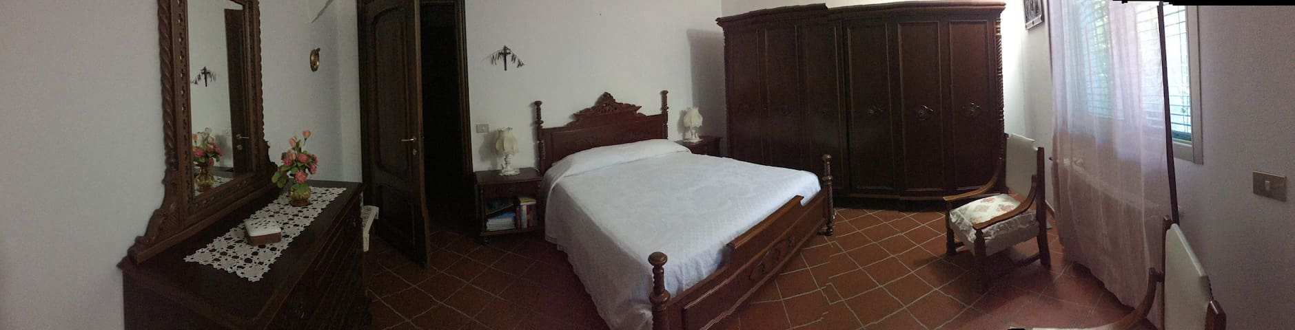 Camera matrimoniale d altri tempi in villa - Gazzelli