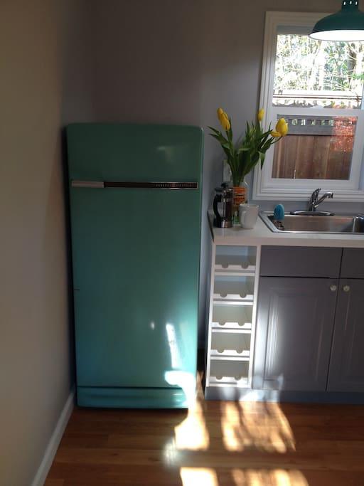 vintage 1960 GE refrigerator!