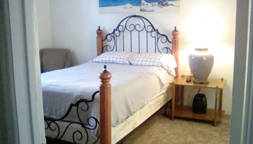 Private Room in Large Home Central to San Diego! - San Diego