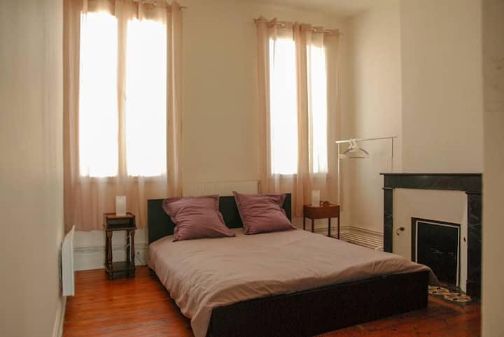 Chambre dans appartement lumineux centre Bordeaux