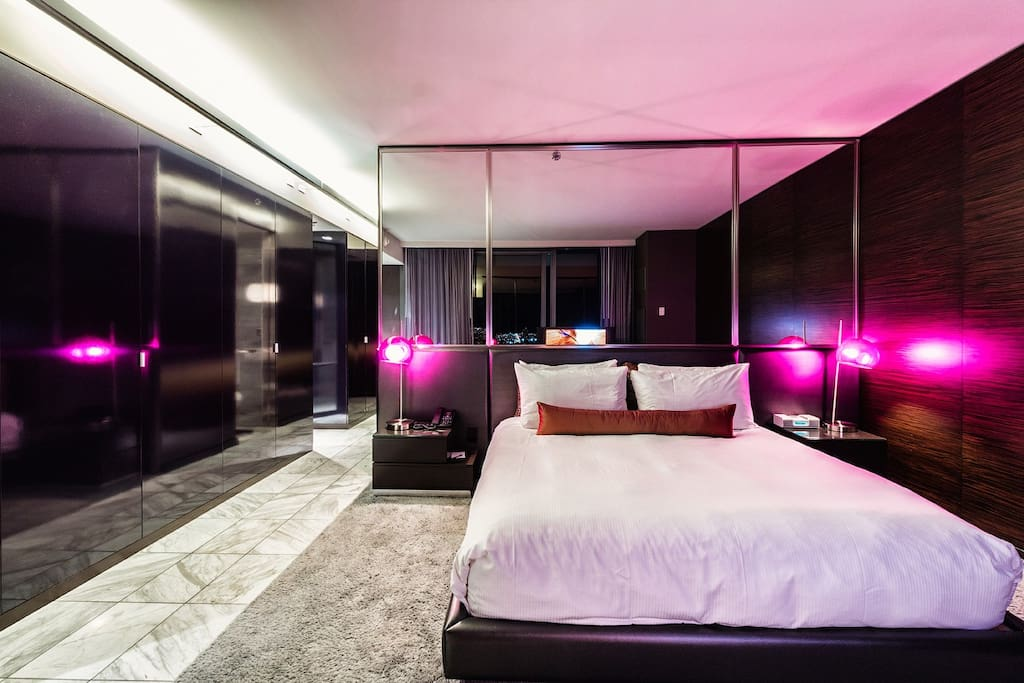 King Sized Bed with Mirrored Wall