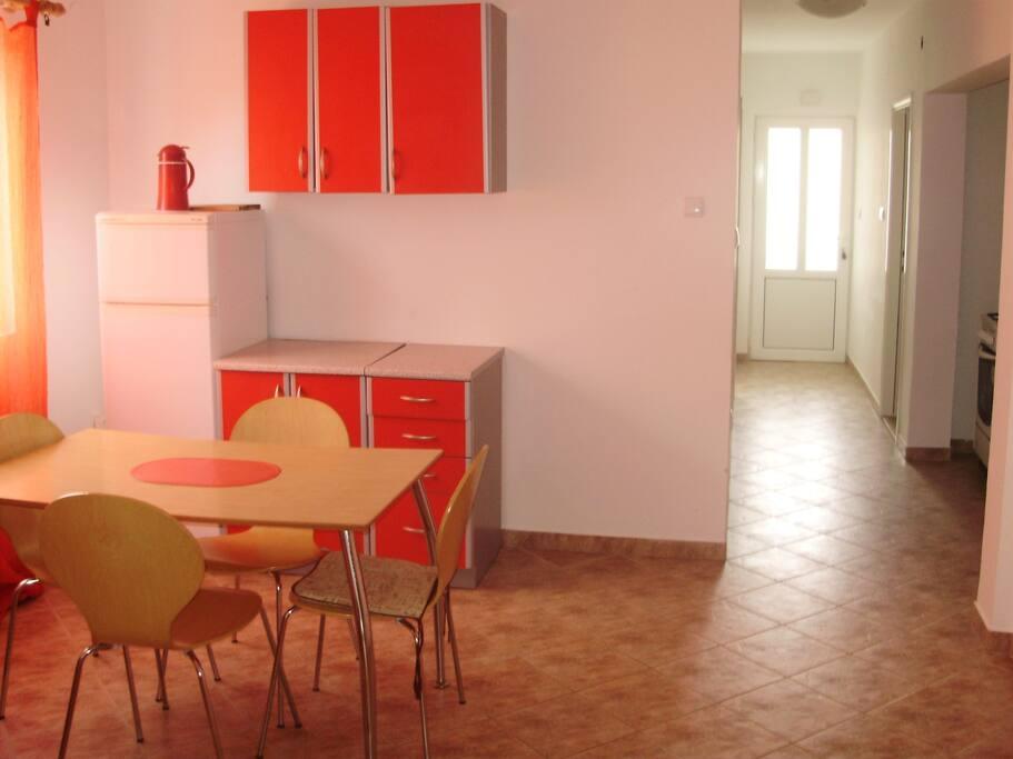 Kuhinja i hodnik