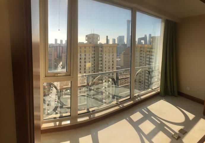 客厅窗外景观 南向