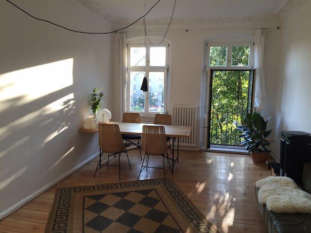 Spacious Apartment at Hermannplatz Neukölln - Berlijn - Appartement